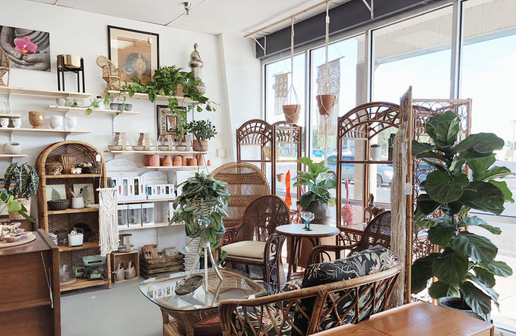 Dashwood Vintage And Flora Is A New Nashville Favorite For Vintage