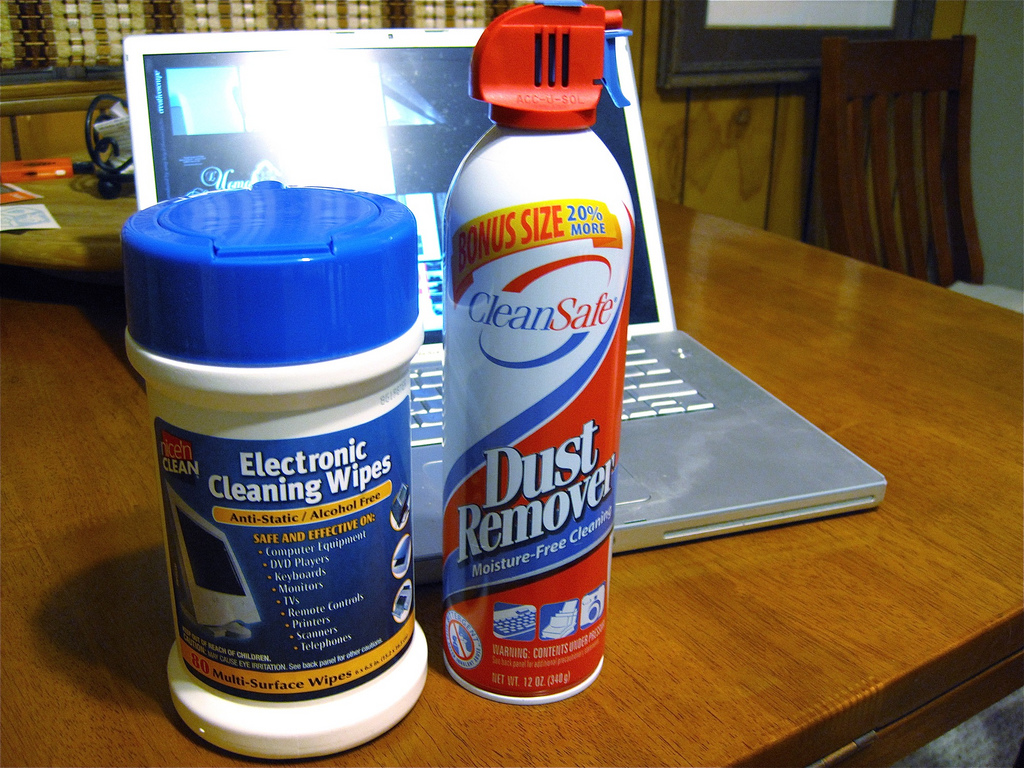 CLEANING SOME COMMON HOUSEHOLD ITEMS