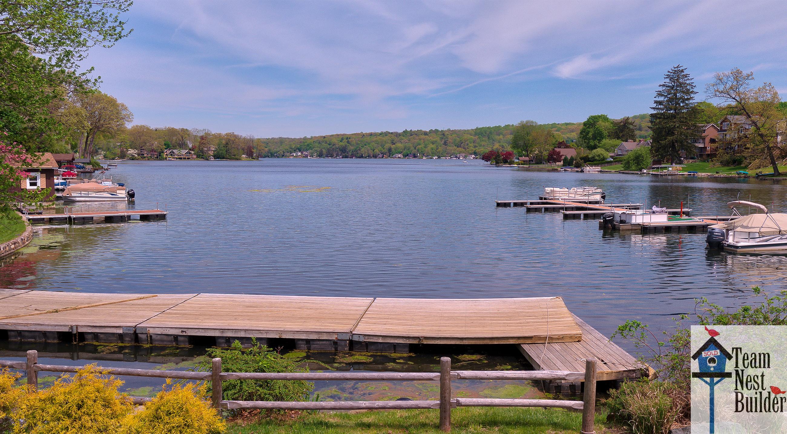 Live lakeside on beautiful Lake Mohawk in Sparta!