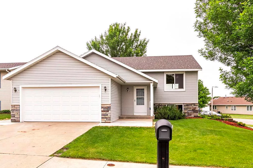HOME FOR SALE, 2328 Hampton Rhodes Ct NW Rochester, MN 55901