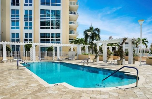 All of this is just steps away from Beach Drive, the famous Vinoy Resort,  shopping, fabulous dining & night-life, theaters and museums, parks, ...