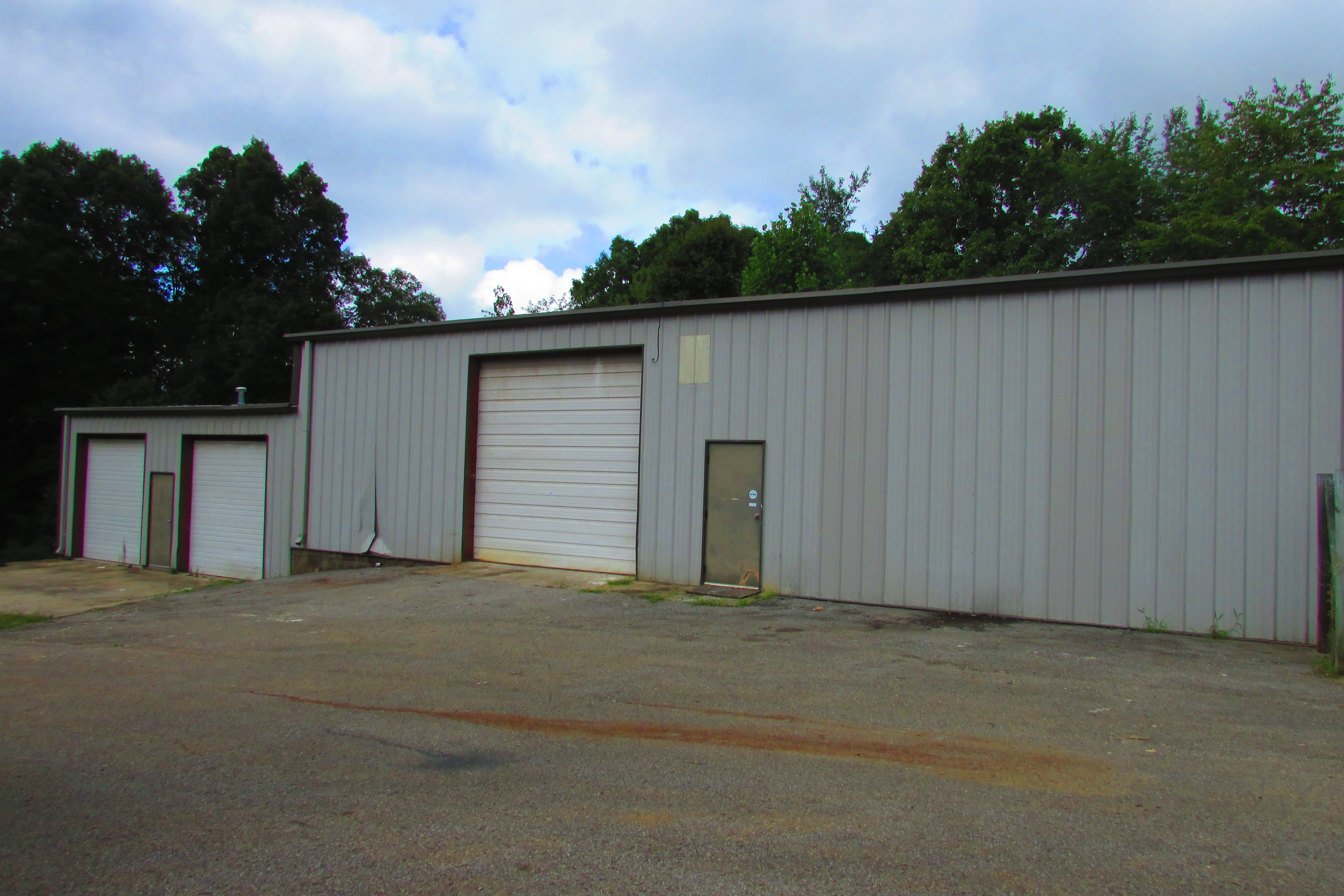 garage for blogsview store front sale in quakertown pa st on broad commercial