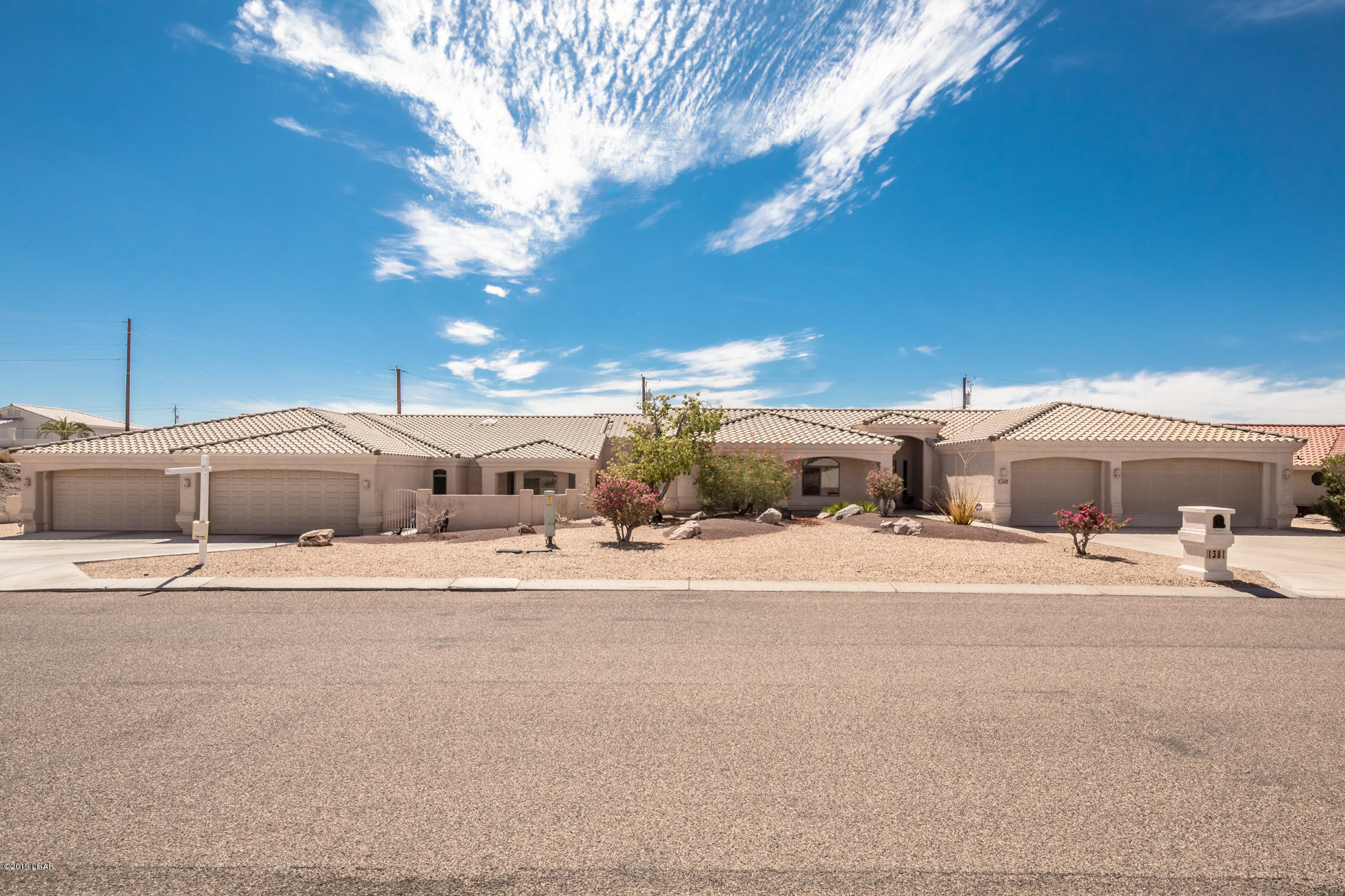 1381 Tamarack Dr Lake Havasu City, AZ 86404
