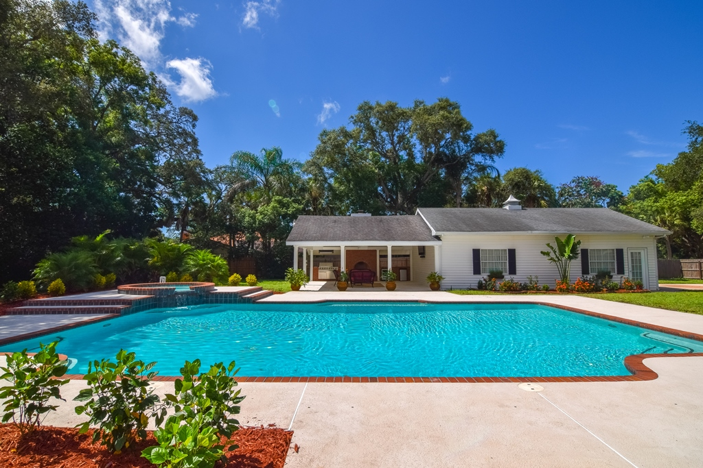 4 bedroom seminole home for sale on over 1 acre of land for Detached garage pool house