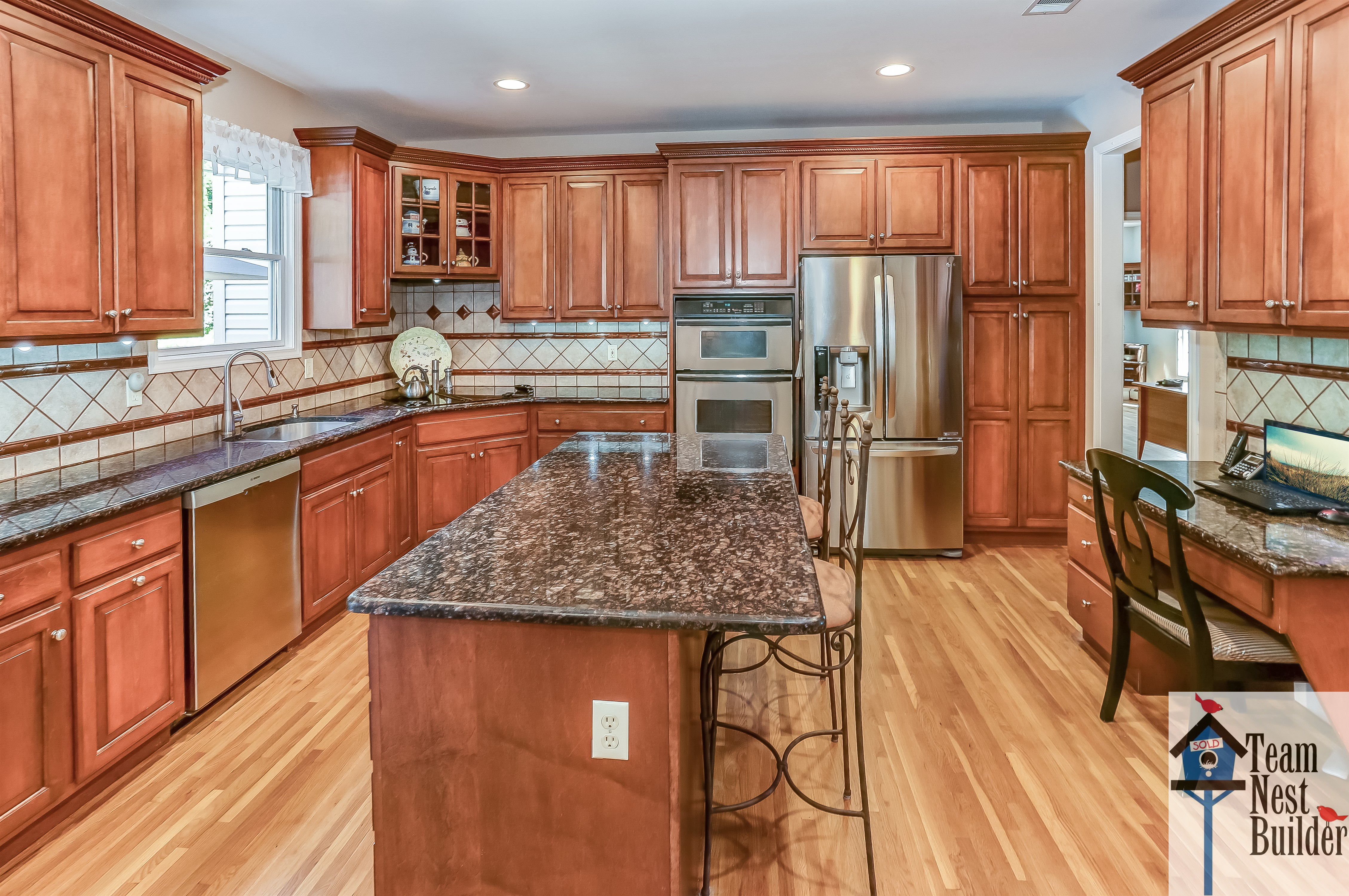 This granite and stainless steel-outfitted kitchen offers a world of cooking adventures!