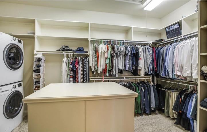 Clutter Free Closets
