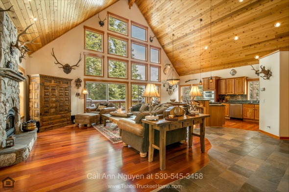 Tahoe Donner CA Homes - Entertain without a worry for space in the spacious great room of this Tahoe Donner home for sale.