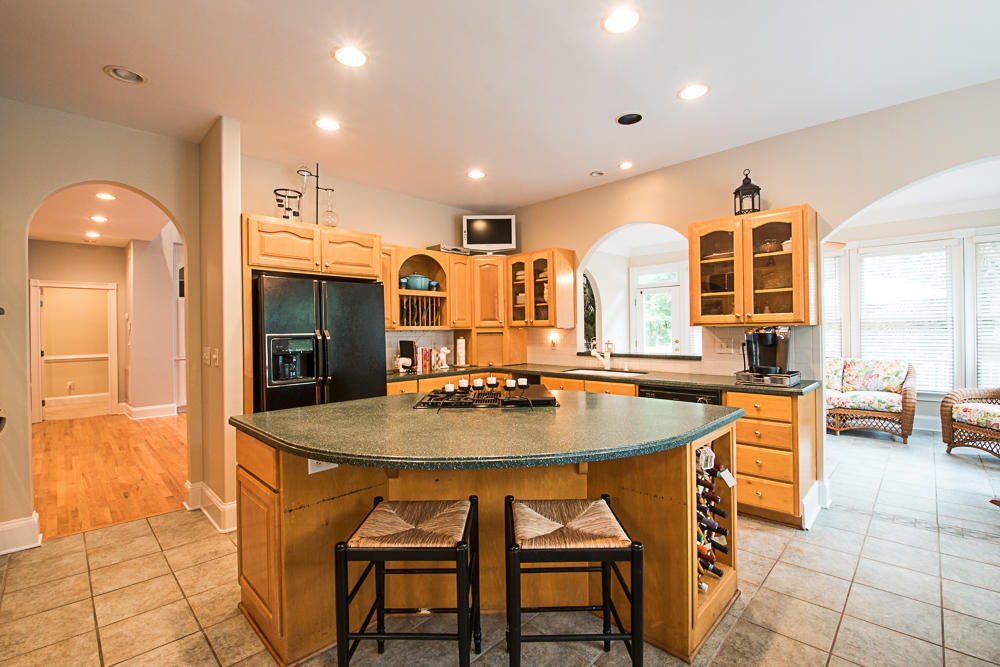 Huge kitchen with lots of space!