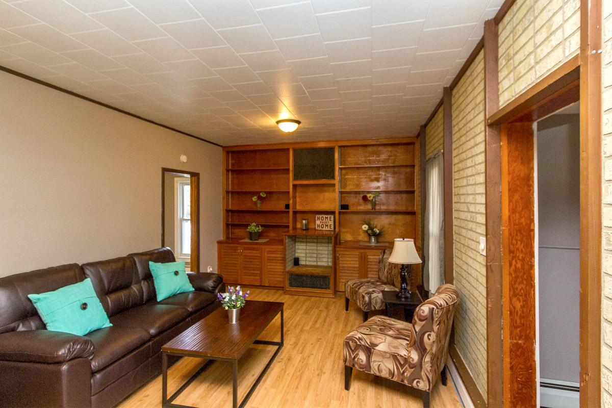 Home for sale 255 2nd St NW Elgin MN