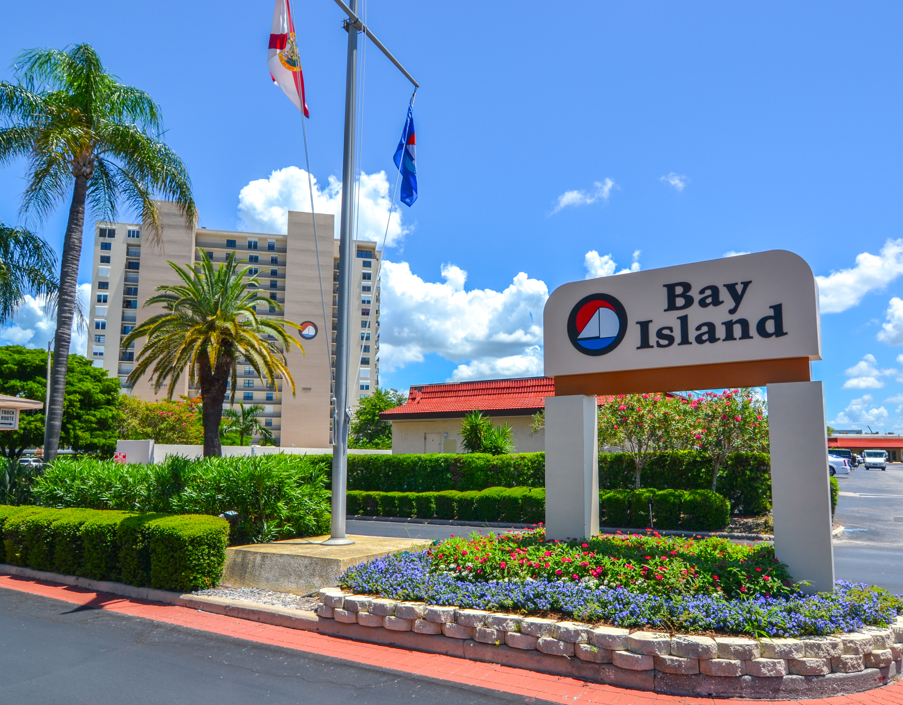 Bay Island Entrance in South Pasadena Florida
