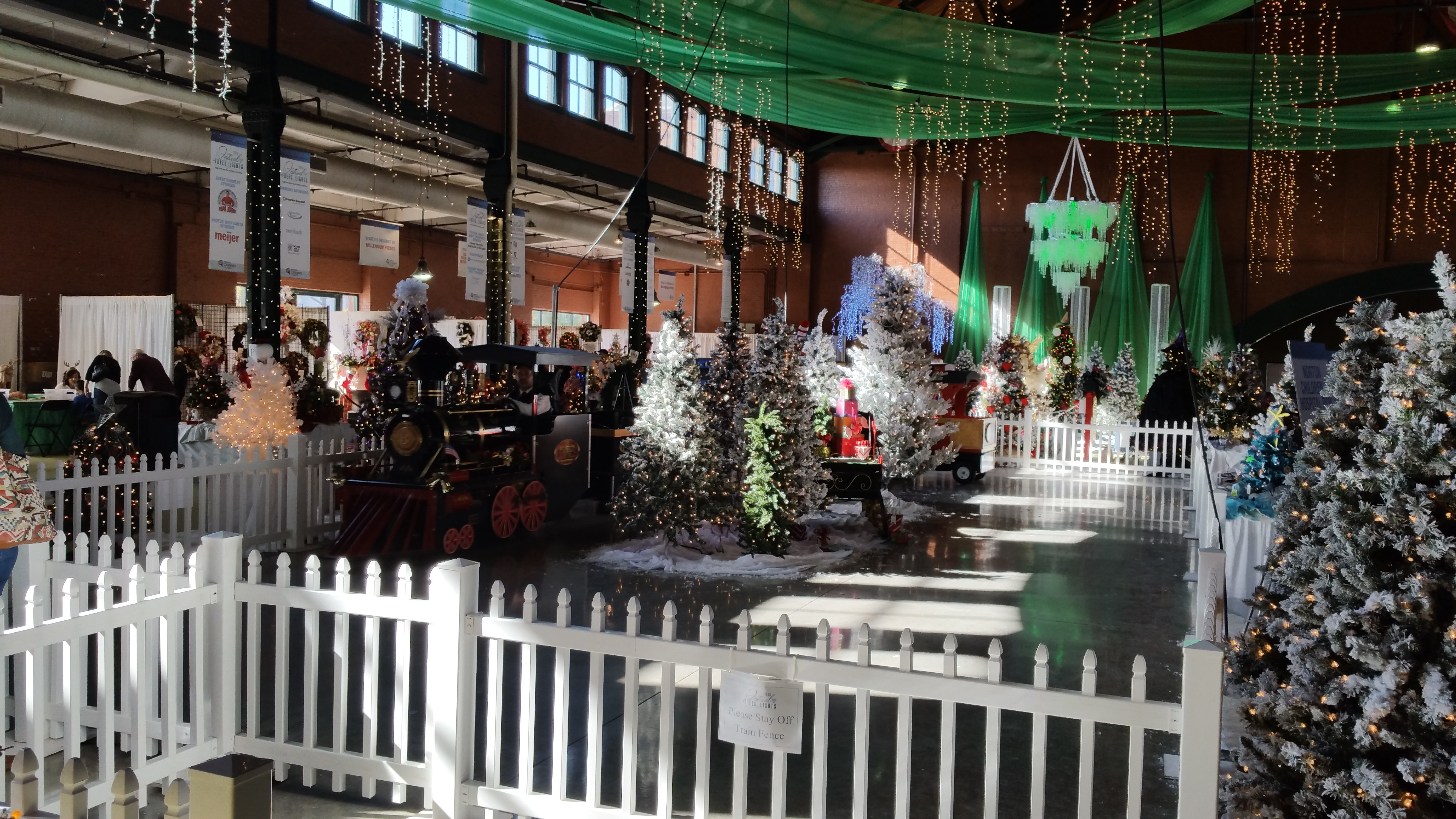 Festival of Trees and Lights 2016