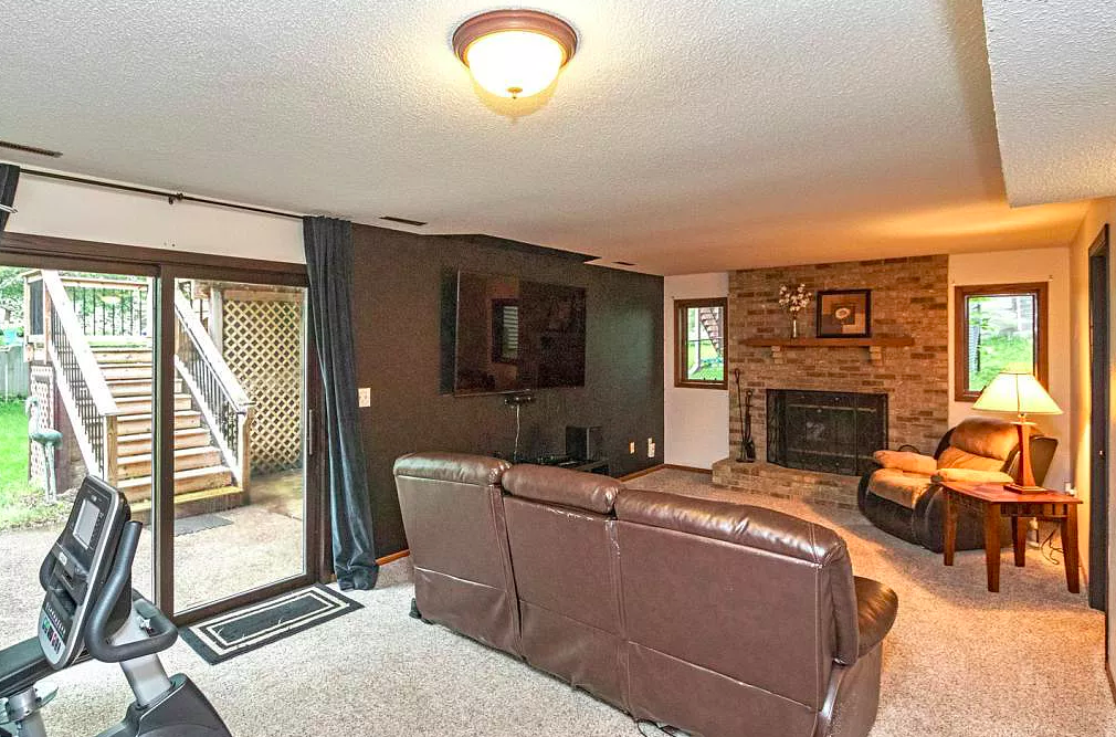 Family room, home for sale, 4512 4th Street NW, Rochester MN 55901