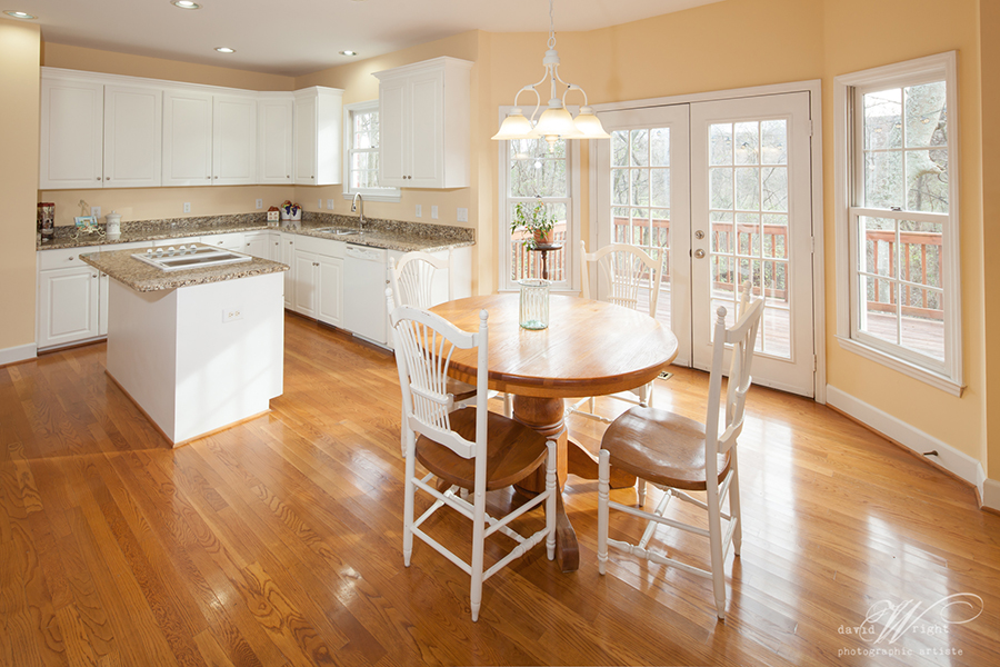 Large kitchen with breakfast area and bay windo