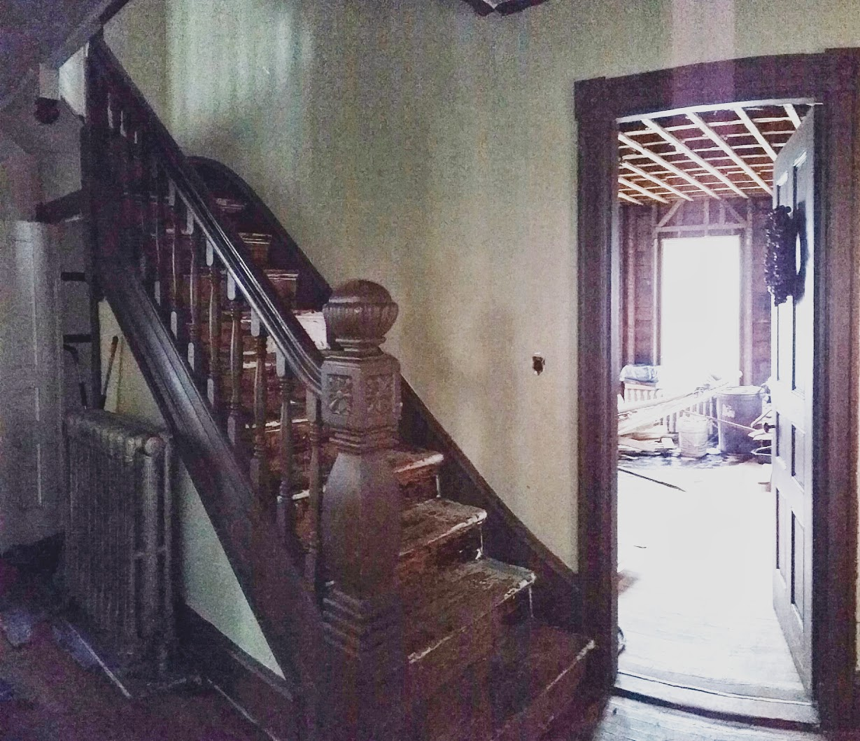 Antique Staircase <a href='http://susanwhitehead.masspropertyvalues.com/index.php?types[]=1&types[]=2&areas[]=city:New Bedford&beds=0&baths=0&min=0&max=100000000&map=0&sortby=listings.listingdate DESC&quick=1&submit=Search' title='Search Properties in New Bedford'>New Bedford</a> MA