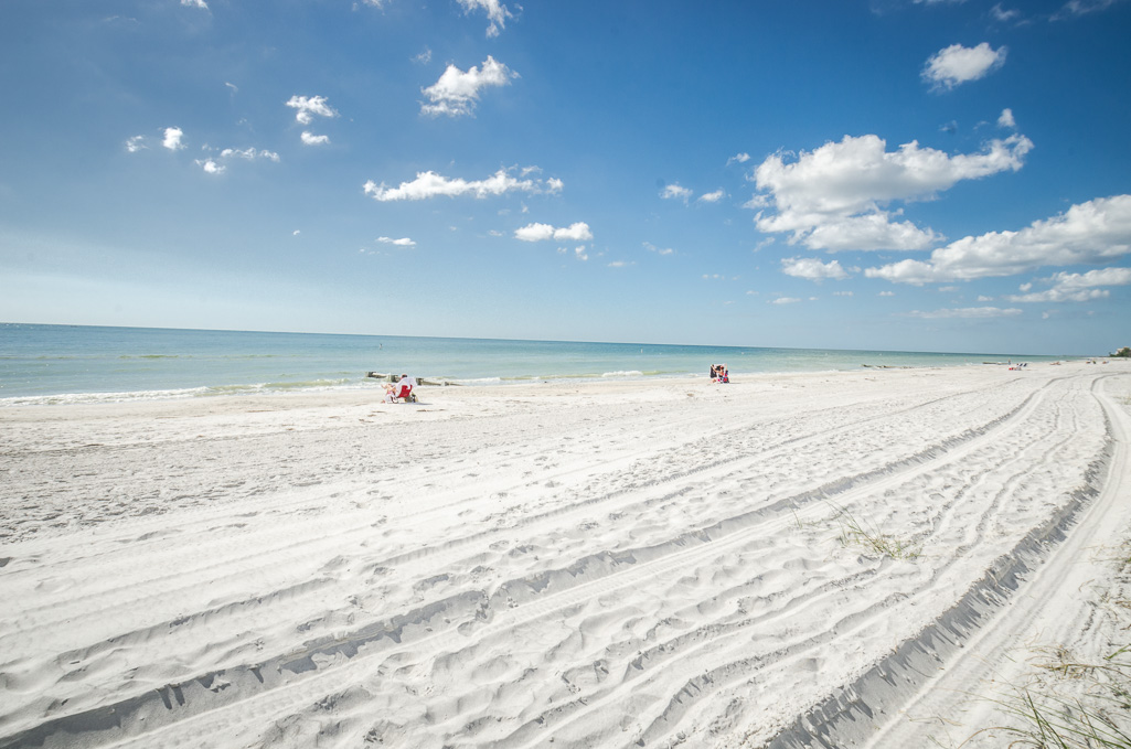 <a href='http://www.sandyhartmannhomes.com/index.php?types[]=1&types[]=2&areas[]=city:Madeira Beach&beds=0&baths=0&min=0&max=100000000&map=0&quick=1&submit=Search' title='Search Properties in Madeira Beach'>Madeira Beach</a>