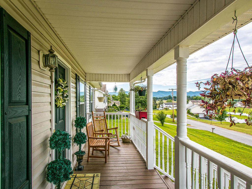 Welcoming front porch with views!