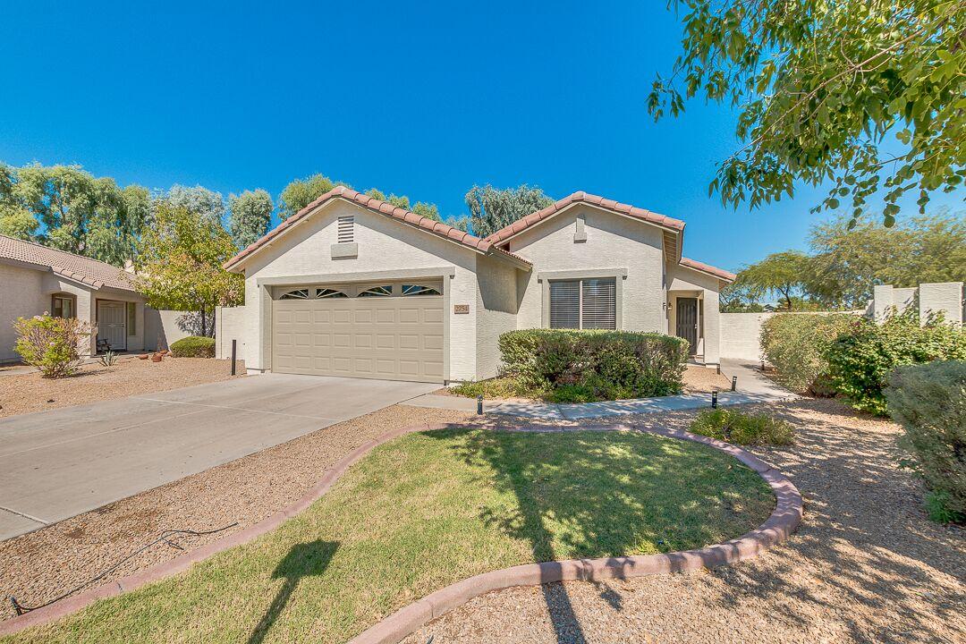 Imagehttp://lindblomazhomes.luxreaz.com/property/22-5673484-2754-E-Carol-Avenue-Mesa-AZ-85204