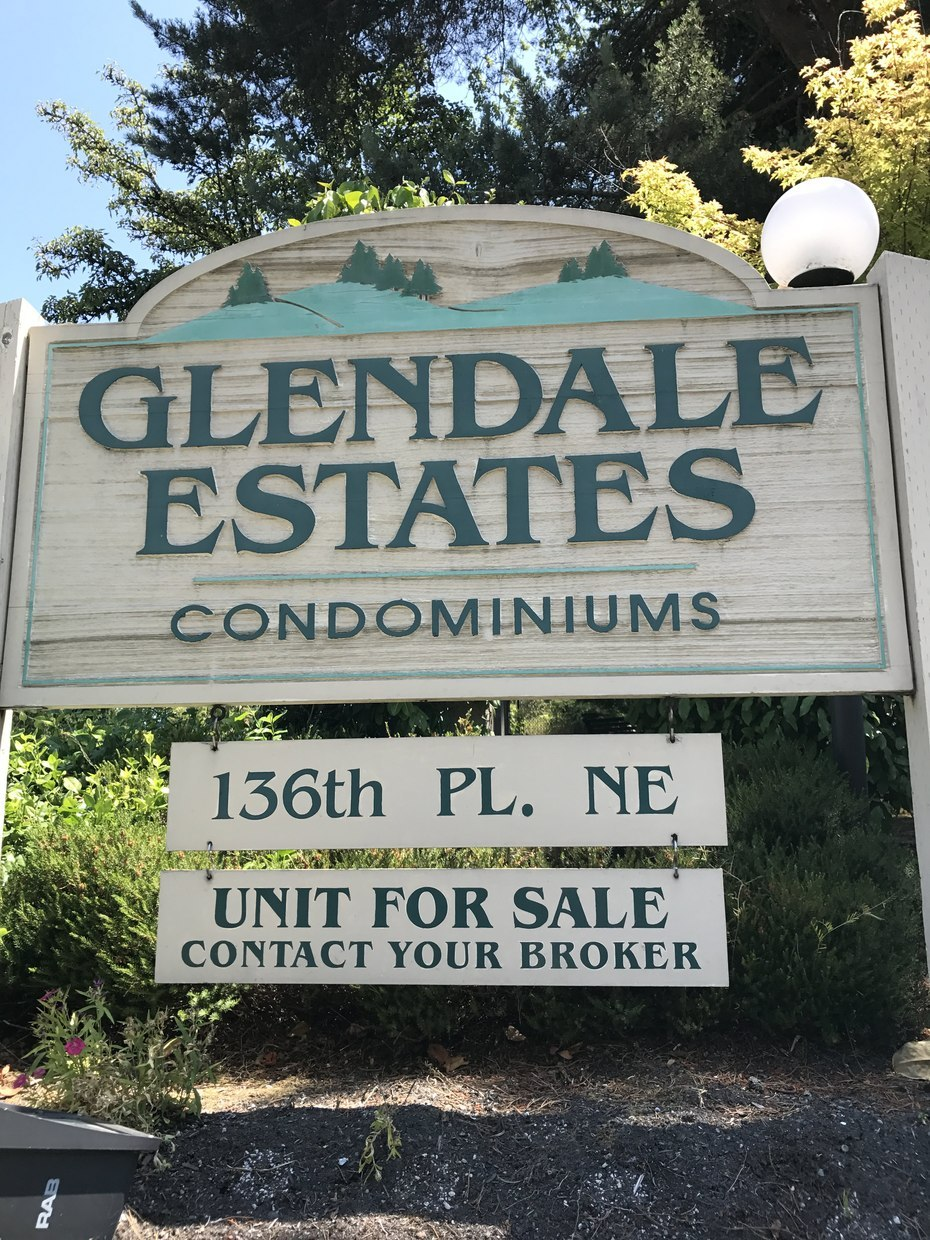 Centrally located Glendale Estates Condos