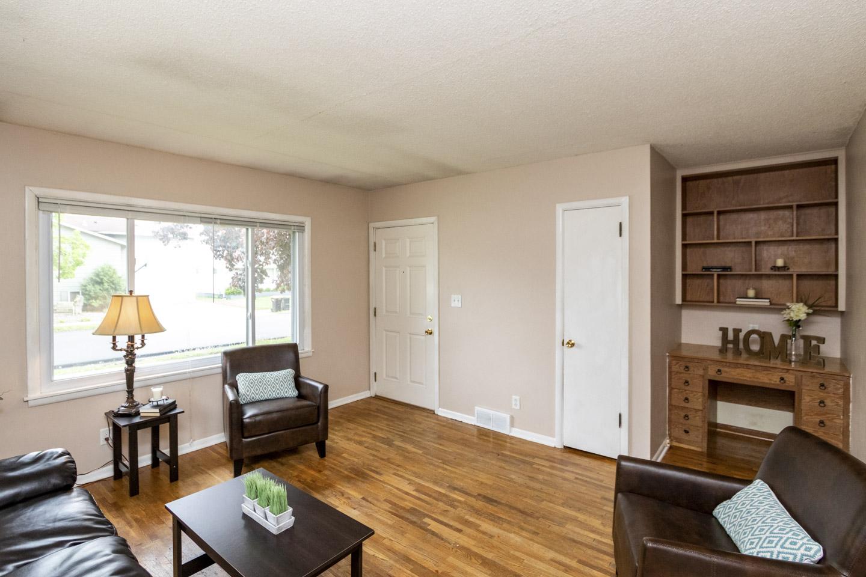Unit 1 Living Room, 1013 9th St NE  Rochester, MN 55906