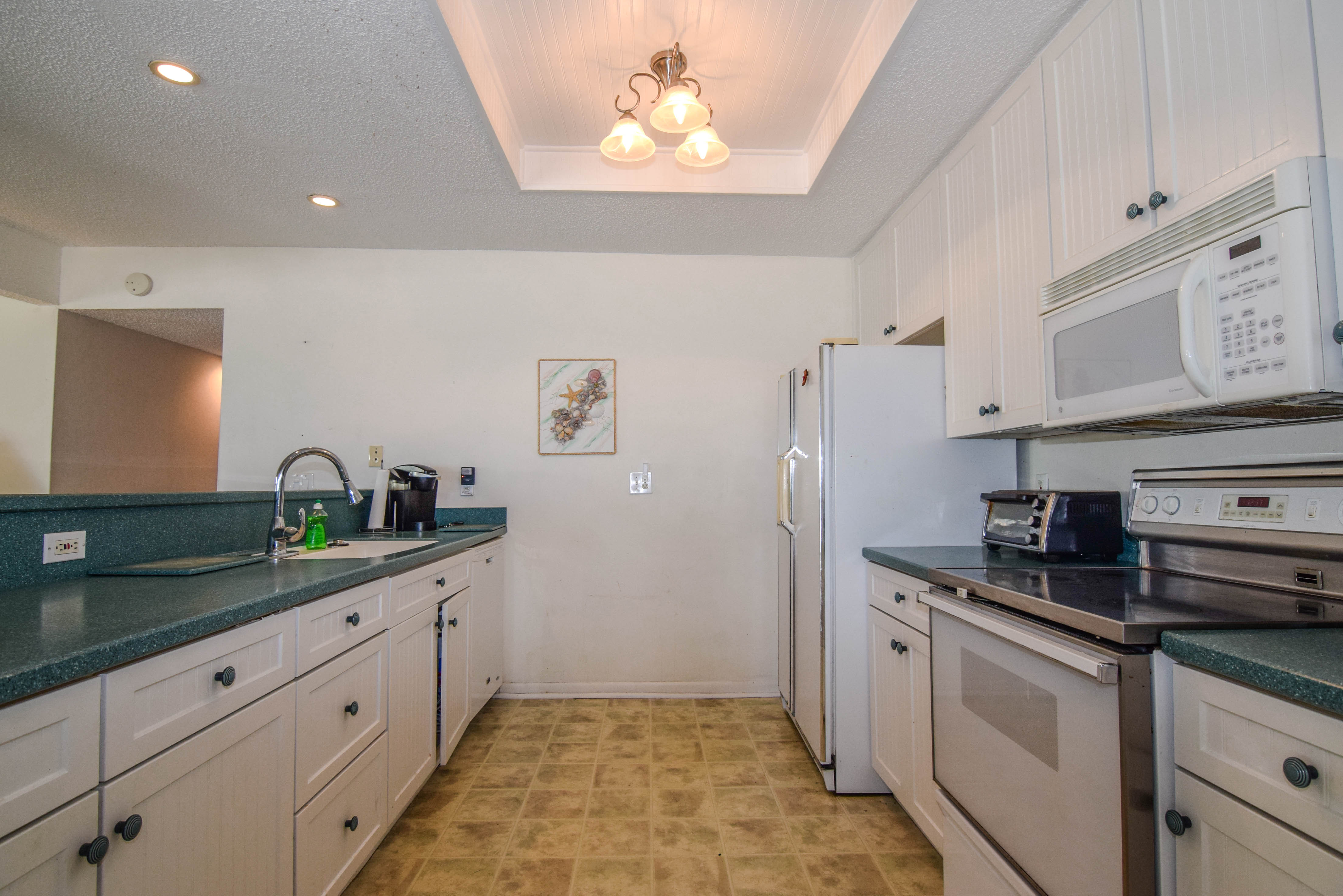 Solid Surface Counter Tops and KraftMaid Cabinetry