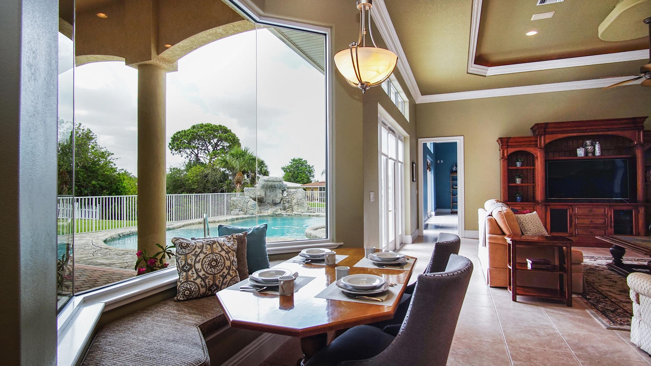 Sunny Breakfast Nook Overlooking the Pool/Patio