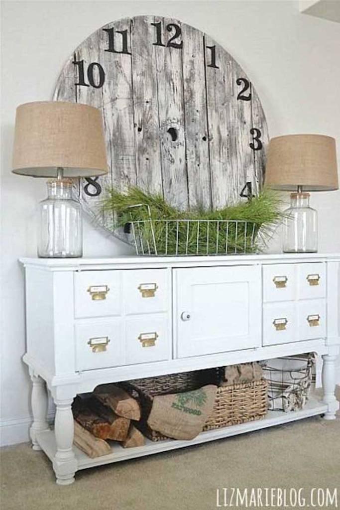 This DIY Farmhouse Decoration Might Not Be Functional But Its The Epitome Of Style If You Have An Old Length Fencing Cut It Into A Circle